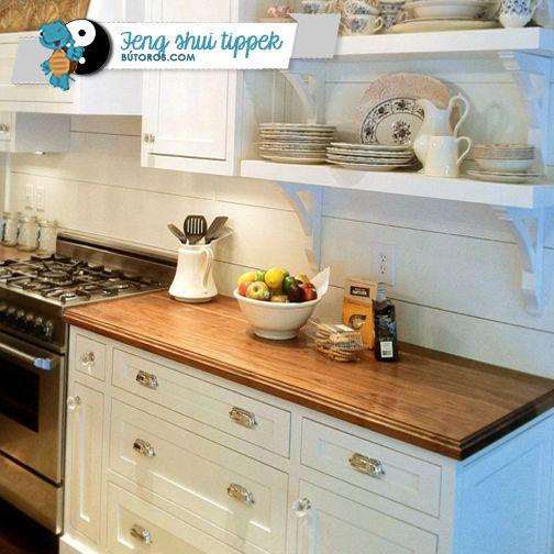 TARTSD TISZTÁN A KONYHÁD...  És vonzd be a pénzt otthonodba! A feng shui szerint a konyha közvetlen kapcsolatban áll az anyagi helyzeteddel. Tartsd rendben és tisztán a hűtőt, a kamrát és a mosogatót, gondoskodj friss ételekről, tisztítsd rendszeresen a sütőt és a tűzhelyet. és ne hagyj rendetlenséget az asztalon! #fengshui #konyha