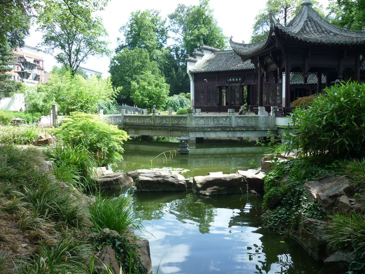 You can spend hours in the peaceful Chinese Gardens of Bethmann Park in Frankfurt www.roamtheworld.net