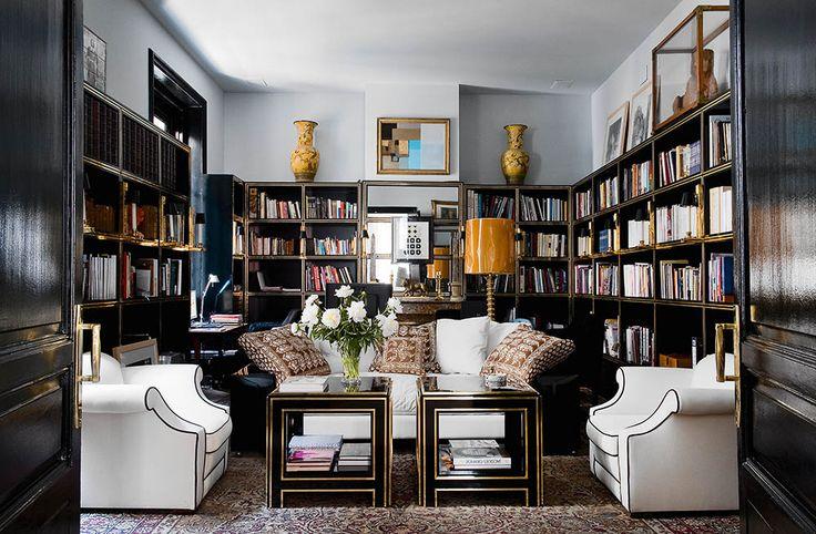 #excll #дизайнинтерьера #решения В библиотеке все – от мрамора до кресел и ламп произведено по дизайну владельца.