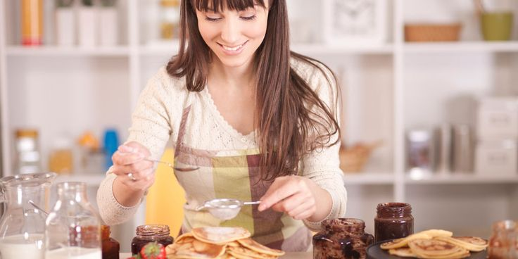 Deze keukenmachine klopt Heel Holland Bakt-waardig briochedeeg, cakebeslag of eiwit voor de meringue. Dankzij het slow start-mechanisme begint-ie daar rustig mee, zodat de ingrediënten niet uit de kom spatten. Dit keukenwonder is uit te breiden tot pastamaker, blender of vleesmolen, waardoor alle andere apparaten van je aanrecht weg kunnen. Dat scheelt! Winnen? Margriet Body