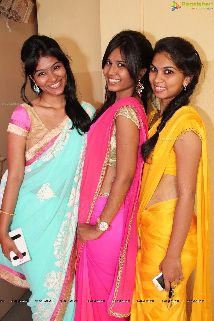 hellhaeutiger-girlbutt-sexy-college-girls-in-saree