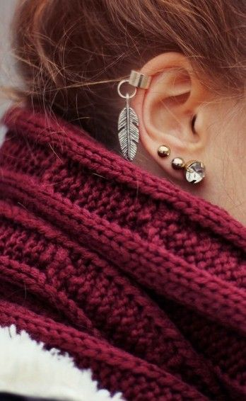 Feather cartilage piercing earrings #cartilage #earrings www.loveitsomuch.com