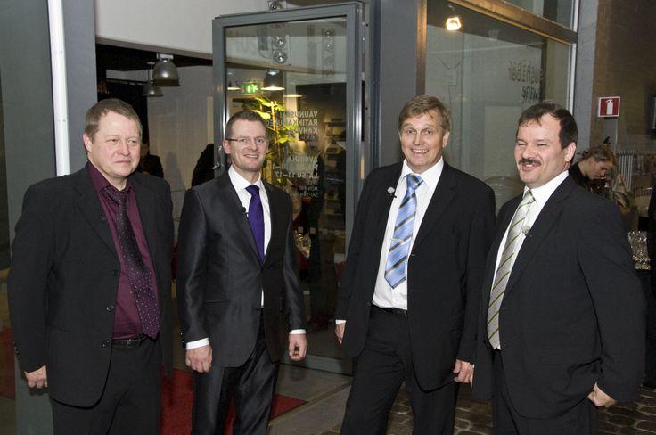 Ammattina Sankari tv- sarjan päähenkilöt; Teuvo, Tommi, Pertti ja Harri
