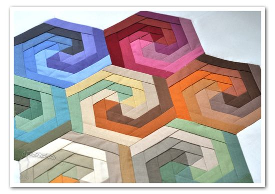 Incredible piecing tutorial.Quilt Ideas, Hexagons Swirls, Swirls Hexagons, Quilt Block, Minis Quilt, Hexagons Quilt, Quilt Tutorials, Logs Cabin, Quilt Pattern