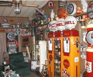 Old gas station collectibles primarily petroliana a collector s - 1000 Images About Cool Garages And Gas Stations On