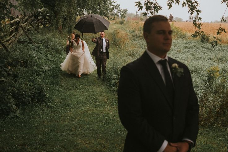 Rainy day first look; wedding photography; VENUE Evermore Ottawa; PHOTOGRAPHY: Joel + Justyna Bedford;
