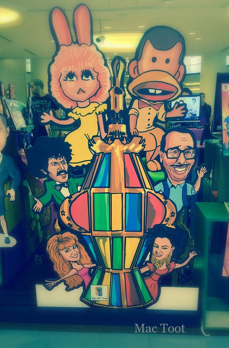 Lovely art in the City Stars Mall in Heliopolis depicting the stars of the Golden age of Ramadan TV (70's- early 90's) all gathered around a giant Ramadan lantern. Featured are (clockwise from bottom left): Actress Nelly, Fatoota, puppets Tamtam and Boogy, 3amo Fuad and actress Sherihan. The link below is to last year's nostalgic Ramadan Pepsi/Lays chips commercial which brought all these characters together. Photo by me. https://www.youtube.com/watch?v=nY6EVjusFHA
