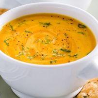 Voor deze paprikasoep kun je ook de bouillon zelf maken. Daar wordt dit recept voor paprikasoep met kaaskletskoppen nog lekkerder van, al is het wel ietsje...
