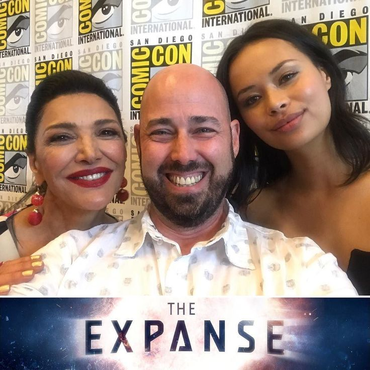 Tell me...who's one of the luckiest guys at comic con? Me while hanging with Shohreh Aghdashloo & Frankie Adams along with the rest of the cast of SYFY's The Expanse! Full interviews to come on Flickdirect.com soon! Look for season 3 in early 2018 on SYFY! #syfy #itsafanthing #theexpanse #frankieadams #shohrehaghdashloo @saghdashloo @frankieadams #sdcc2017 #sdcc #comiccon #comiccon2017 #sandiegocomiccon #sandiegocomicon2017  #flickdirect