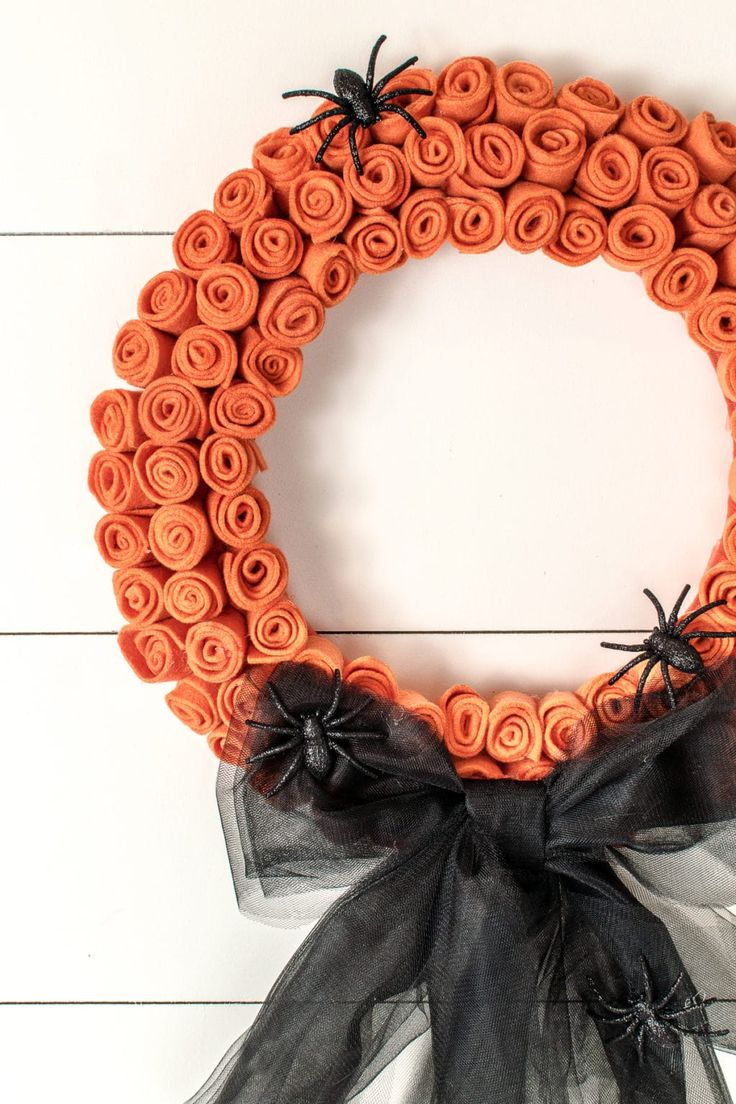A pretty, but creepy DIY Halloween wreath you can create with supplies from your local dollar store. Made with felt and tulle, it's very inexpensive to craft, but the results are beautiful. Craft this wreath for Halloween by adding a black bow and some creepy crawly spiders, or craft for fall and add a pretty burlap bow. It only takes about an hour and a half, and the best part, you can grab all the supplies for under $15.00. #halloween #halloweenwreath #diyhalloweenwreath #halloweencrafts Halloween Spider, Halloween Crafts, Halloween Party, Diy Wreath, Burlap Wreath, Holloween Wreaths, Tulle Bows, Sunflower Wreaths, Burlap Bows