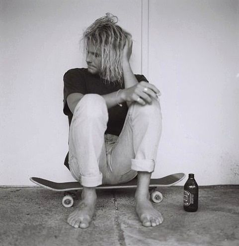 THIS IS NOT KURT COBAIN! This guy is Australian surfer Creed McTaggart. Please share the information so people won't get mixed up anymore in the future! I pin this here so Nirvana fans can see it. Thank you! :)