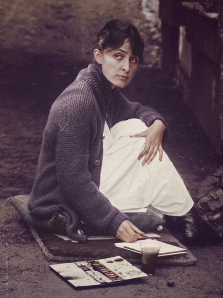 Georgia O'Keeffe with sketchpad and watercolors, 1918. Photographer: Alfred Stieglitz, colorized by  painters-in-color