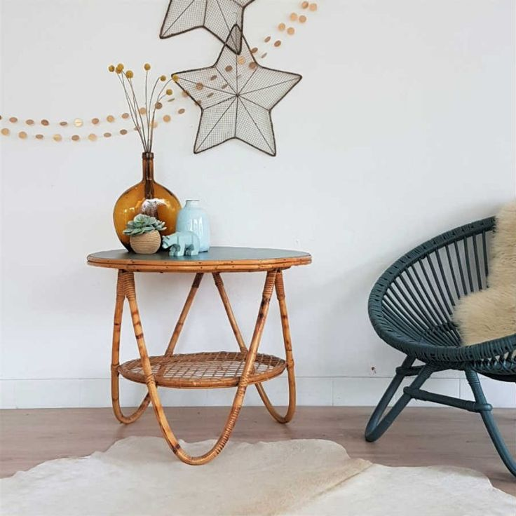 table de salon rétro en rotin années 60, table basse, guéridon, bleu pétrole, fauteuil rotin