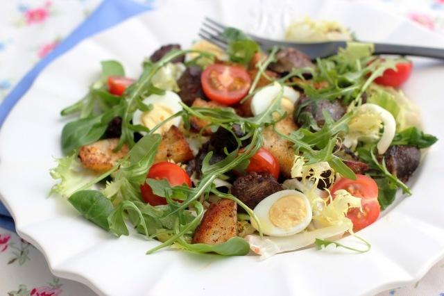 Salade Gesiers de Canard.  Cooking in Sens