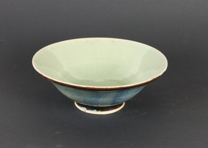 A beautiful Bowl, from Françoise Stoop. Reminds me of the work of Lucie Rie   #ceramics #pottery #bowl #Art http://fstoop.nl/kommetjes.html#x0