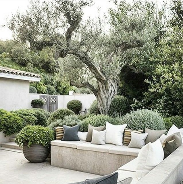 Outdoor Room | Built-in garden wall and seating sectional