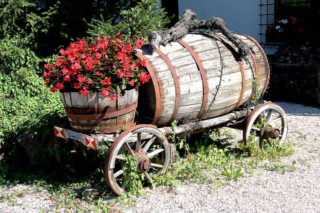 All I need is a wagon, a full barrell and a half barrell and a red plant...that's all!  I already have the limb for the top decoration!