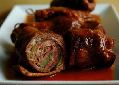 Ingredientes  - 1kg de bifes de tamanho médio (coxão mole)  - 1 colher (sobremesa rasa) de sal  - 3 dentes de alho amassados  - 1 cebola pi...