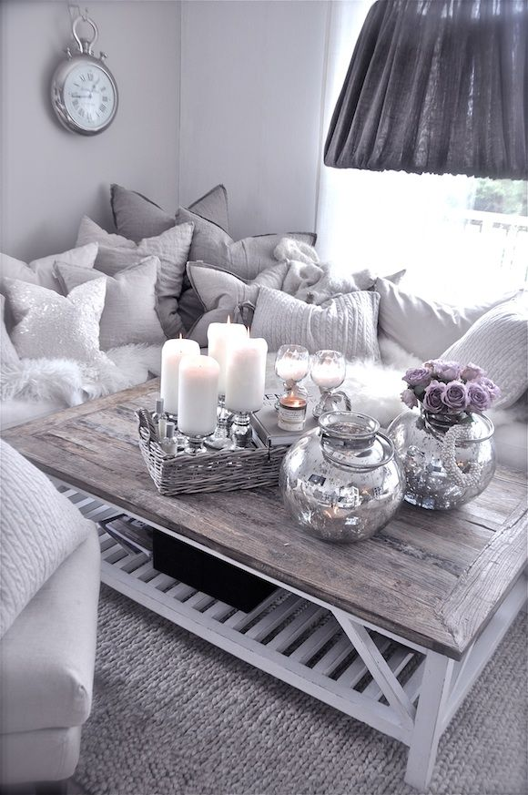 Comfy looking, love the grey white colors the distressed wood :-) stuen-1.september-.jpg 580×873 pixels