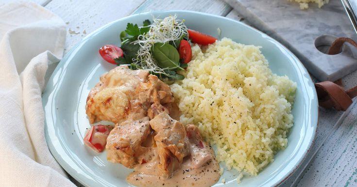 Kyckling i gratängsås gjord på färskost, matlagningsgrädde och chilisås blir både krämigt och gott.SmartPoints per portion: 13