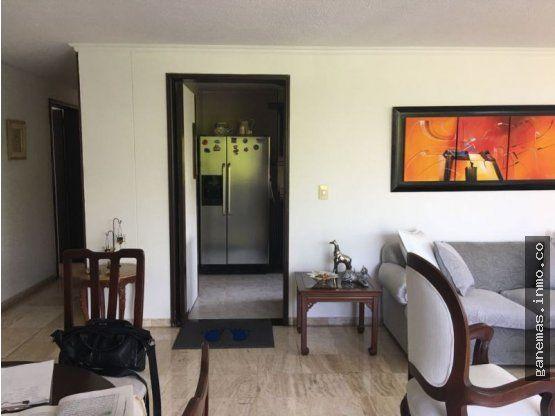 VENTA APARTAMENTO EN MULTICENTRO SUR-CALI  Apartamento Remodelado pisos y baños , Ubicado al Sur de la ciudad, con un área privada de