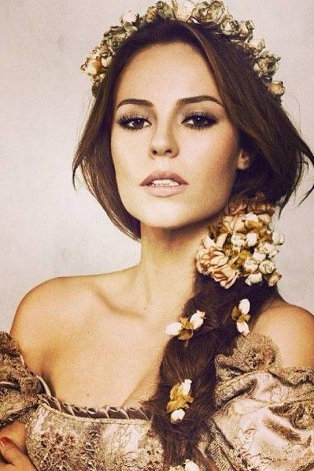 Paolla Oliveira exibe visual de época e fãs a chamam de princesa medieval