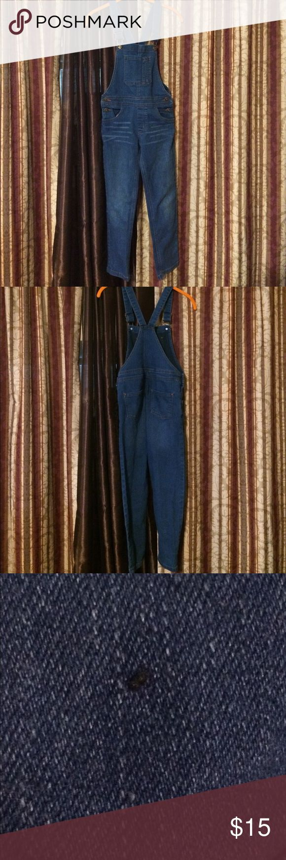 FabKids Overalls Indigo Girls size 10 youth FabKids overalls in size 10 youth girls. They are in great used shape, with minor spots and discolorations (see photos). FabKids Bottoms Jeans