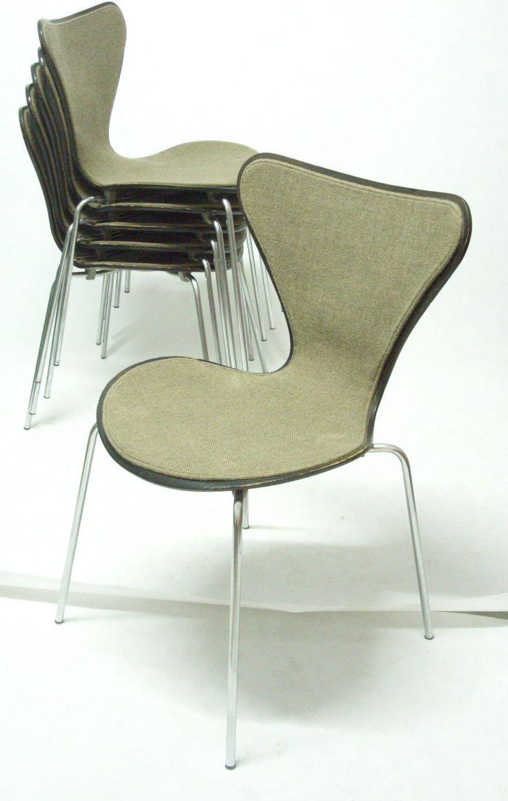 Komplet oryginalnych, kultowych 6 krzeseł projektu Arne Jacobsena, model 3107 dla Fritz Hansen. Wyprodukowane w…
