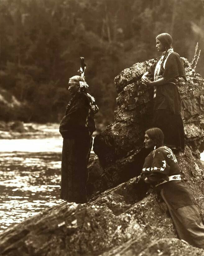 Passing of the Pend d'Oreille. Early 1900s. Photo by Roland W. Reed.