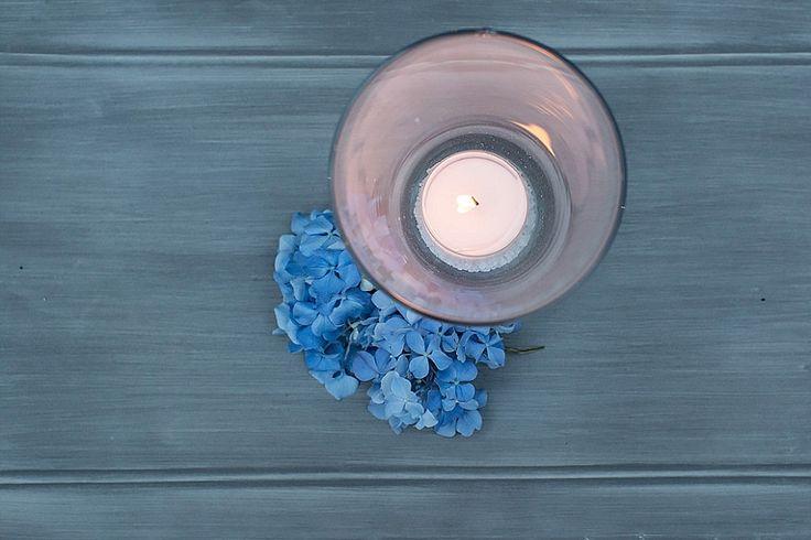Allestimenti con vasi di vetro, candele e ortensie blu | Glass jars, candles and blue hydrangea, wedding decors | @ Villa Beltrami
