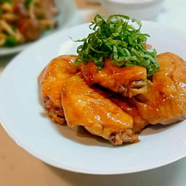 ニンニクの香りが食欲をそそります♪ トロホロリでした(^_-)  お疲れのところレシピありがとう~ 私は丸ごと煮ちゃいました。 家族にもすごく好評だったのでリピリピ決定!  ゆみちゃん いつもお世話になってます とっても美味しかったです~(///ω///)♪ - 198件のもぐもぐ - Yumiさんの 手羽のニンニク風味甘辛煮 by うさかめ