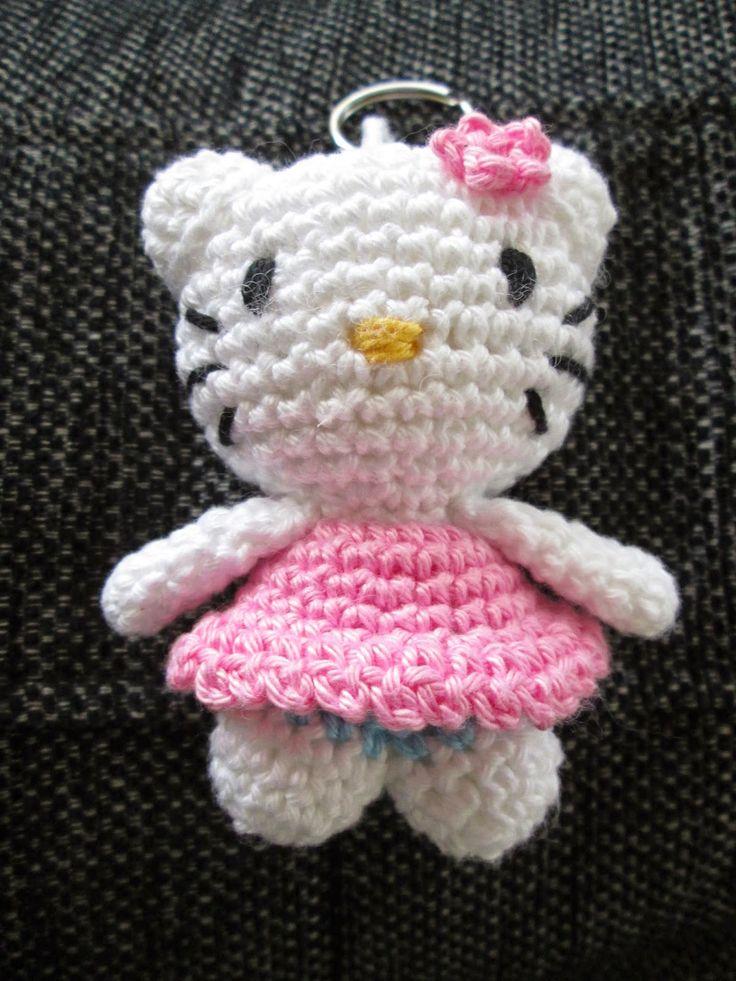 Sleutelhanger Kitty voor een lief klein meisje gemaakt.             (het vertaalde patroon kun je gratis via deze link:...