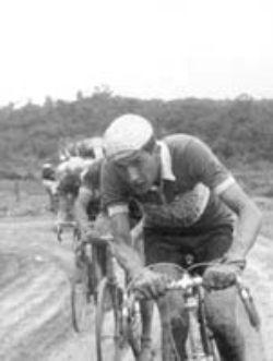 Hernán Medina Calderón, 1° en al Vuelta a Colombia de 1960, 2° en las de 1959 y en 1961. Campeón de la Vuelta a Guatemala de 1958 y 9 victoria de etapa de la V. a Colombia entre 1957 y 1961