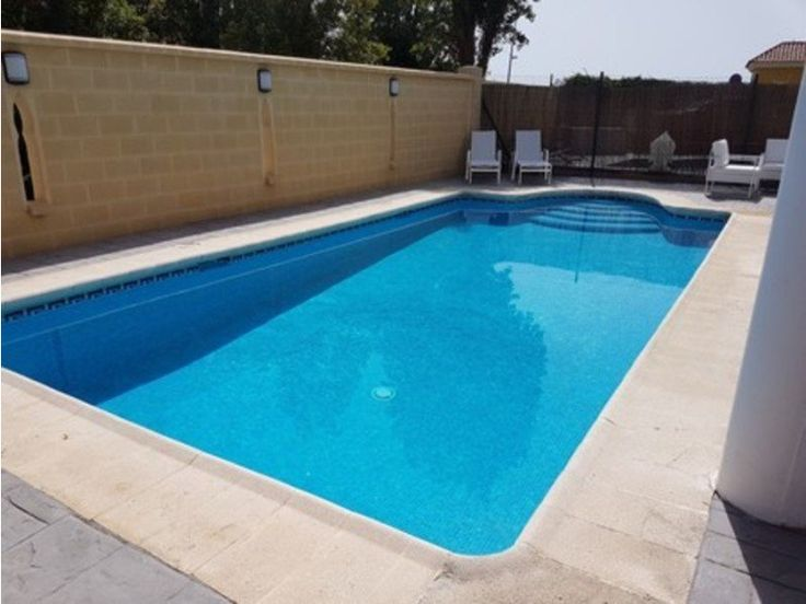 Lovely detached house in the heart of Sabinillas with a private swimming pool and garden. This house is within walking distance of all amenities, the beach and the Sabinillas promenade with its many bars and restaurants. http://www.retemax.com/lovely-detached-house-in-the-heart-of-o653879.html