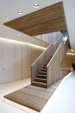 Walnut staircase in the Kaufhaus Tyro by English architect David Chipperfield.