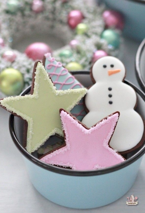 Pastel Christmas Cookies @Bj Barnes Light Electric Co. Graniteware Bowls | - I love the simple stars with sanding sugar!!!