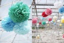 Pom Poms feestversiering | groene en blauwe poms van Engel. | ZOOK.nl | aankleding feestlocatie | #huwelijk #bruiloft #wedding #feestaankleding #decoratie