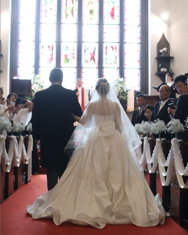 関東唯一のJUNO ST.MARGARET WEDDINGで挙式をあげられた素敵なお二人をご紹介致します 提携外の結婚式場へのお貸し出しも可能です 結婚式場が決定していない方も着たいドレスから会場を選ぶ相談も承っています DRESS:03-6704 EARRINGS:07-8630 <お問い合わせ> dresses@dressthelife.jp 0120-791-249 その他のコーディネートはTOPのURLよりご覧ください #JUNO#ジュノ#アントニオリーヴァ#結婚式#プレ花嫁#ドレス迷子#熊本#福岡#東京#日本中のプレ花嫁さんと繋がりたい#卒花嫁 #卒花 #披露宴 #関西花嫁 #福岡花嫁 #大阪花嫁 #関東花嫁 #横浜花嫁 #熊本花嫁 #福岡プレ花嫁 #2017秋婚 #2017冬婚 #2018春婚 #2018夏婚 #可愛い#sissi#Aライン#ウェディングドレス#エレガント#クラシカル