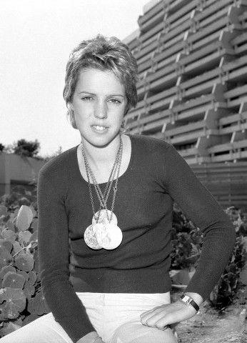 Nel 1972, durante i Giochi di Monaco, a salire sul podio olimpico per la prima volta nel nuoto (pioniera sia femminile che maschile) è la giovanissima Novella Calligaris; con le sue gare e i suoi primati disegna un'impresa epocale conquistando un argento e due bronzi, e appassionando al nuoto l'Italia intera.