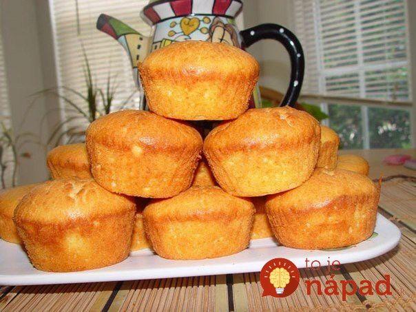 Muffiny sú obľúbené sladké koláčiky, ktoré môžete pripraviť na množstvo chutných spôsobov. Prinášame vám 15 najlepších receptov na obľúbené muffiny v rôznych príchutiach a prevedeniach. Vyskúšajte ich napríklad ako chutné a zdravé raňajky alebo ako chutnú bodku za slávnostným obedom. Najjednoduchšie jogurtové muffiny Skvelý dezert ku kávičke, ktorý vykúzlite rýchlo a jednoducho. Ochutnajte mäkučké muffiny...