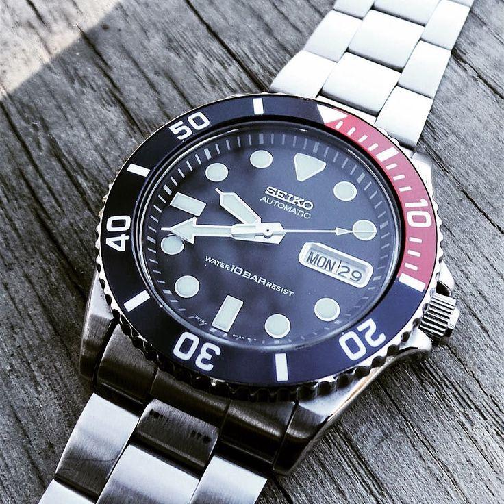 A true diver #Seiko #skx033 #pepsi #japan #scuba #diver #divers200 #watchporn #watch #montre #montreautomatique #monsieurnato #submariner #oyster #stock #genuine #men #fashion #france #french #blog #paris #seikoskx by monsieur_nato.leblog