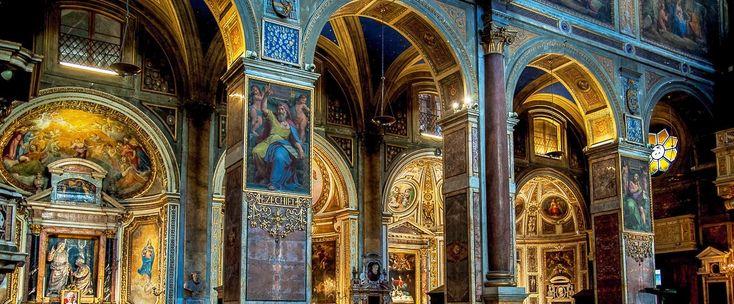 Situata nel rione Campo Marzio, Sant'Agostino è una basilica minore che ospita opere di grande pregio: dalla madonna del parto di Jacopo Sansovino, che l'ha resa meta di pellegrinaggio nei secoli, al profeta Isaia di Raffaello, ai santi Agostino, Giovanni Battista e Paolo l'Eremita del Guercino, alla meravigliosa Madonna di Loreto del Caravaggio. La chiesa ha inoltre importanza storica, sia perché custodisce i resti di Santa Monica, madre di Sant'Agostino, sia perché unica chiesa di Roma che…