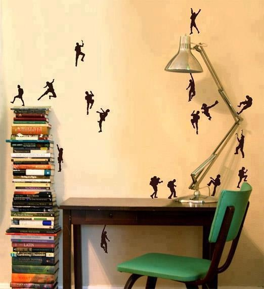 luv the wall art. i see several climbers and a hiker. kewl!
