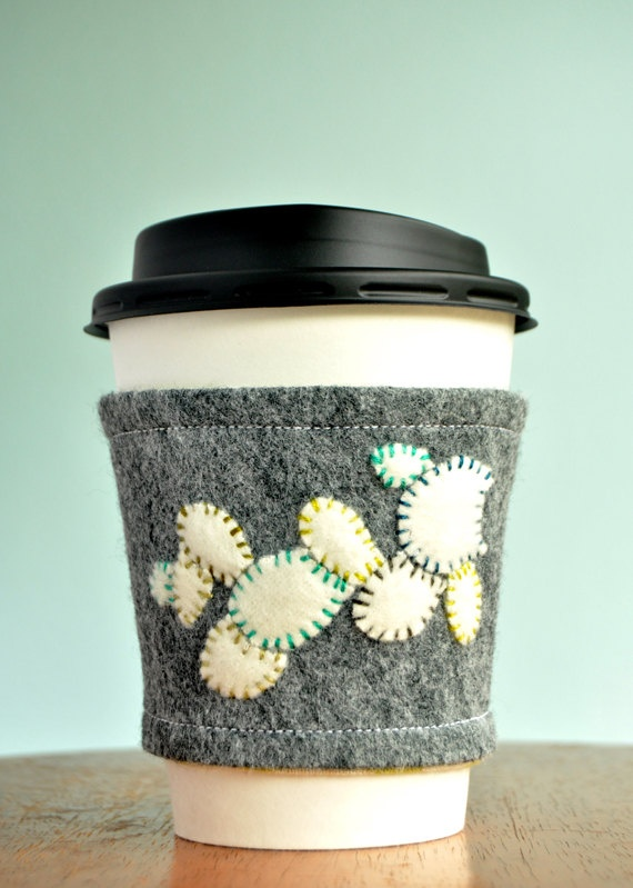 Another adorable coffee gauntlet from @Jenna Bigott. Loving the contrast of the grey felt with the colorful stitching on the white petals.