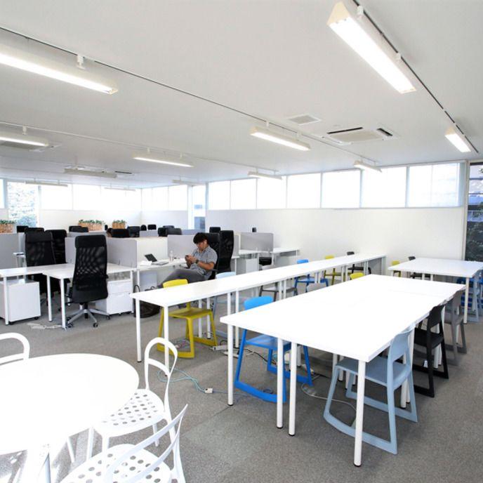 その他8名程度収容可能な会議室をご利用頂けます。