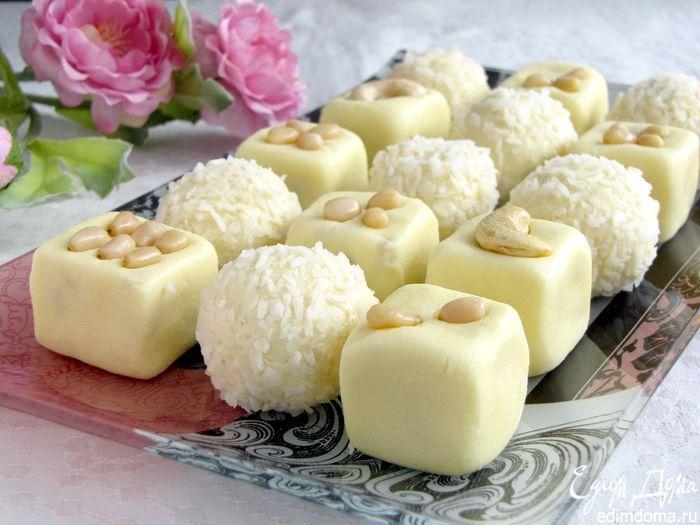 Бурфи — это индийский десерт, по сути являющийся молочной помадкой. Он очень сладкий, но так идеально подходит к чаю. Существует большое множество рецептов его приготовления: кунжутное бурфи, банановое, с орехами, с индийскими приправами. Ингредиенты: Сливочное масло — 200 г Сахар — 200 г Ванильный сахар- 1 пакетик Сливки 35% (или домашняя сметана) — 225 мл …