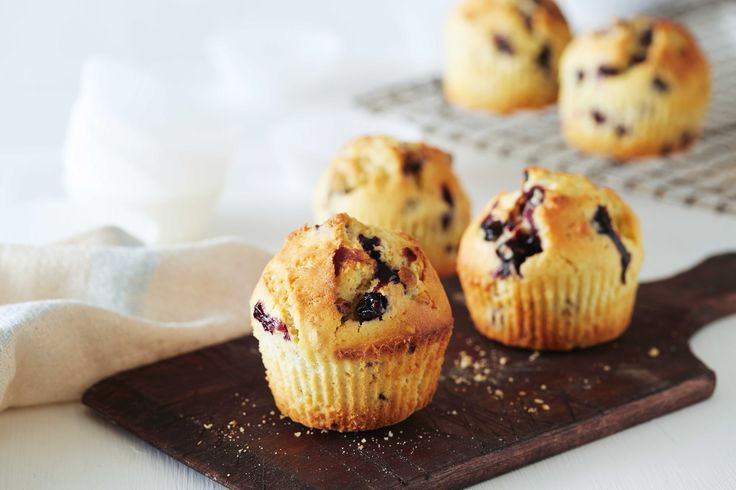 Oppskrift på herlige muffins med blåbær og mandler. Hjemmelagede muffins er enkelt og raskt å lage.