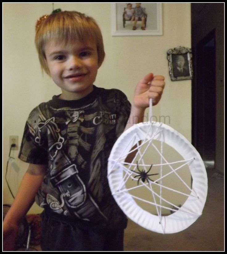 Halloween Craft - Spider Web! How cute! Will be doing this for sure this Halloween with my girls!