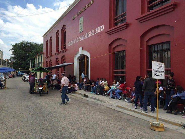 Sindicalista toman oficinas de Juzgados Familiares y Penales