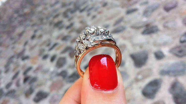 Oro blanco y amarillo 14k, lleva montado en la parte central un diamante central corte brillante de 0.20 ctw calidad vvs1 color: E rodeado de 0.36 puntos de diamantes en que lo hacen lucir espectacular y brillante, el anillo ideal para una mujer tierna y delicada.  Codigo: 65245 Peso aprox. 4.2 gramos Precio antes $38,000 / ahora $27,360  *garantía de por vida *certificado de autenticidad *incluye piedra central * incluye cajas y empaque de nuestra marca *Somos expertos en joyería fina y...